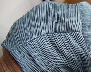 Crinkle-Bluse: Schulternaht mit Ärmelansatz von oben