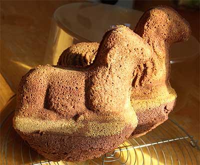 Gebackene Osterlämmer aus Schokoladenteig