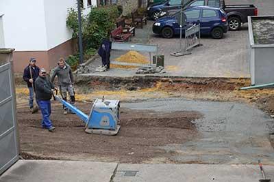 Straßensanierung direkt vorm Hoftor