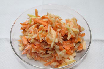 Carrot salad with apples and verjuice-yogurt sauce
