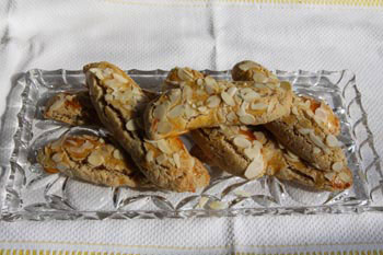 Almond cookies with verjuice