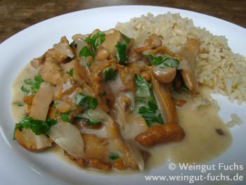 Fresh chanterelles in verjuice cream sauce