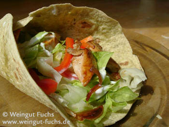 Tortillas with salad and poultry